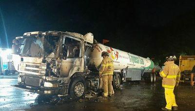Camión cisterna de gas se incendia, pero rápida acción evita posible tragedia