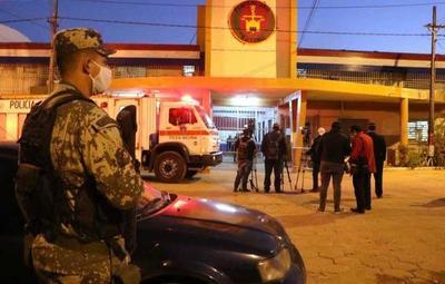 Presos en Tacumbú se enfrentaron con armas blancas, uno de ellos terminó muerto