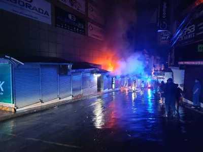 Incendio de casillas en el microcentro de Ciudad del Este