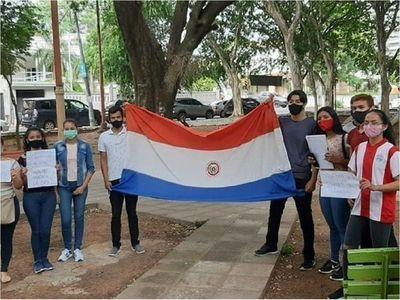Jóvenes piden reducir puntajes para acceder a becas de Itaipú