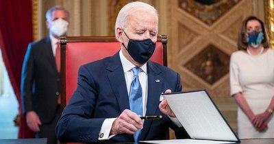 La Nación / Biden acelera en la lucha contra el coronavirus en EEUU
