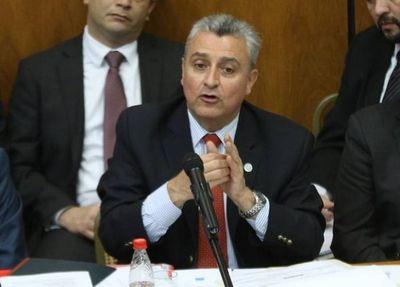 Villamayor dijo que no le importa el voto censura, pero después entró a defenderse
