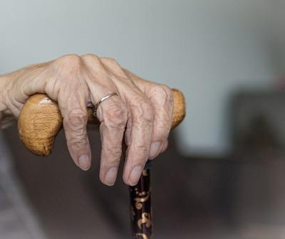 Abuela de 84 años teme ser desalojada de su casa