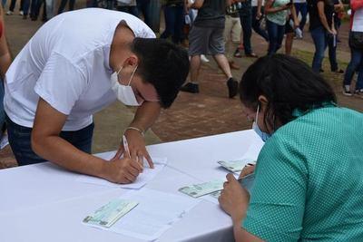 Prosiguen hoy entrega de becas por parte de la Gobernación de Misiones