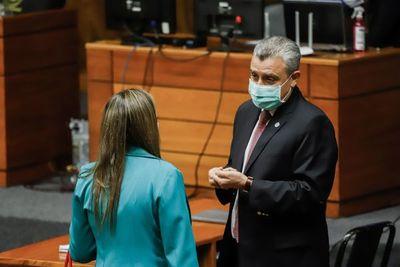 Asesor de Abdo Benítez defiende ante el Congreso la gestión de la deuda ante Guaidó