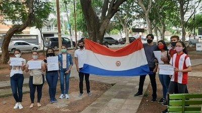 Jóvenes piden que se reduzcan puntajes de exámenes para acceder a las becas de Itaipú-Becal, el 50% quedó disponible