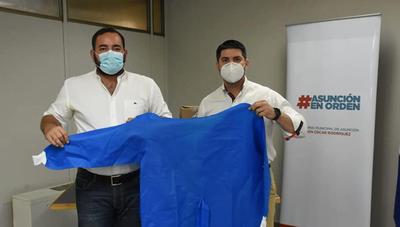 Intendente de Asunción donó 10.000 batas al Hospital de Coronel Oviedo