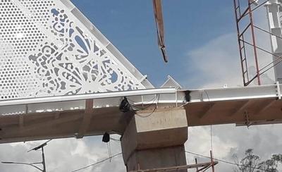 HOY / Pasarela de oro: trabajos de soldaduras alarma a vecinos, MOPC explica que es normal