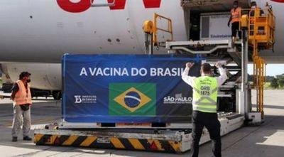Brasil espera la llegada de 2 millones de dosis de vacuna de Oxford el viernes