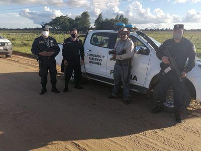Devuelven objetos encontrados por policías en la vía pública