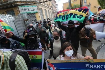 Activistas exigen la devolución del 100 % de aportes de jubilación en Bolivia