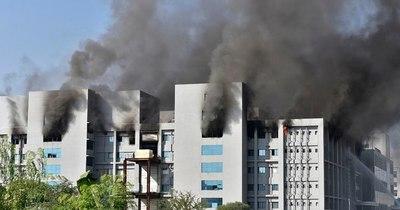 La Nación / Mueren cinco personas en incendio de Serum of India