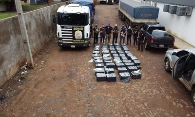 Incautan camión cargado con 1635 kilos de marihuana en un doble fondo