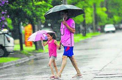 Persiste ambiente caluroso y con lluvias