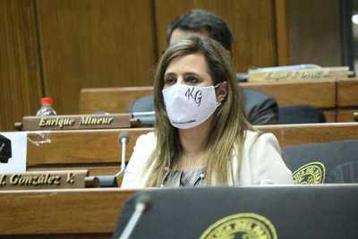 Diputada critica a sus colegas por no desmontar las debilidades de Villamayor