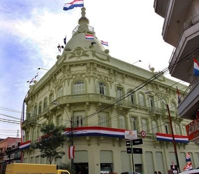 Paraguay coloca en el mercado internacional bonos soberanos por 826 millones de dólares, con la tasa más baja, según Hacienda