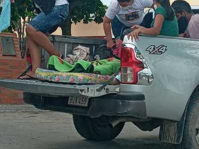Mujer dio a luz en su casa y fue trasladada en una carrocería al hospital