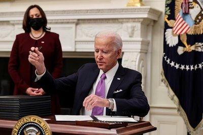 Joe Biden anunció que todas las personas que viajen a Estados Unidos deberán hacer cuarentena