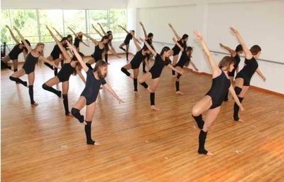 HOY / Práctica en academias de danza en pandemia: al aire libre y con tapabocas