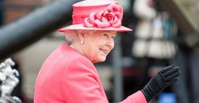 La reina Isabel II busca un asistente de diseño: estos son los detalles del puesto y el sueldo
