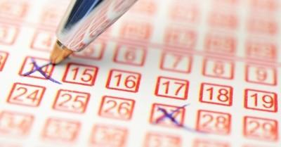 Un vendedor gana la lotería por casualidad tras quedarse con el boleto que no había vendido
