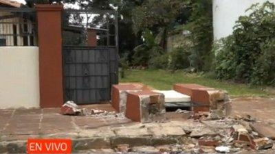 Camión mata a anciana de 82 años tras derrumbar muralla