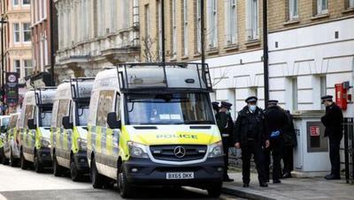 Policía irrumpe en una boda para 400 personas en pleno confinamiento en Londres