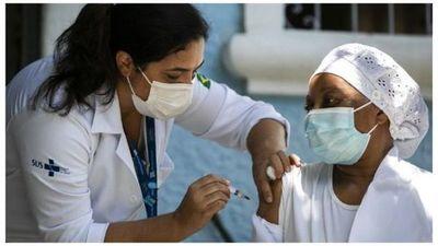 Brasil podría frenar vacunación debido a falta de insumos