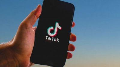 Niña muere asfixiada al participar en un reto de TikTok