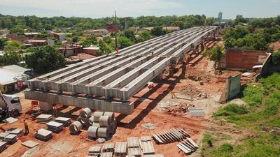 A poco de llegar a la Costanera, bases del viaducto surcan Primer Presidente