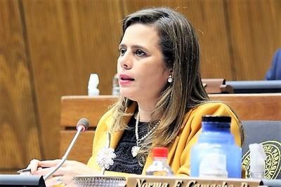 Polémicos cambios del gobierno despiertan a dormida oposición, que anuncia medidas