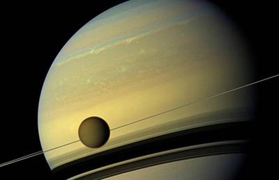 Titán, la luna más grande de Saturno, cuenta con un mar de 300 metros de profundidad.