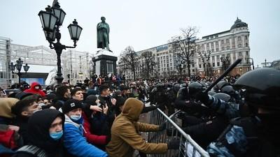 Al menos 19 personas infectadas con coronavirus participaron de una protesta en Moscú