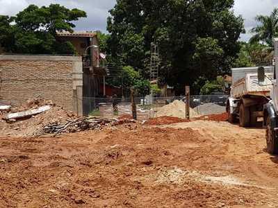 Vecinos buscan evitar se construya de plena calle