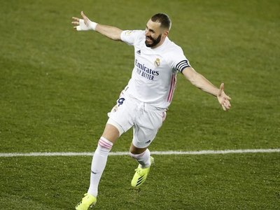 El Real Madrid revive y agua la fiesta centenaria del Alavés