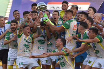 El momento soñado: festejar con el trofeo en manos