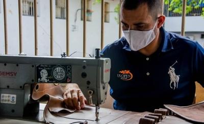 """HOY / """"La máquina de coser me cambió la vida"""": interno apunta a su reinserción social"""
