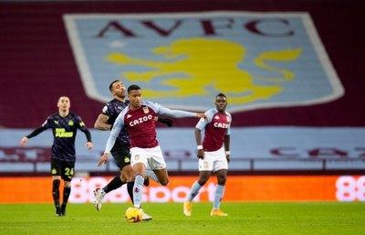 Almirón fue titular en la derrota de un Newcastle que no levanta cabeza