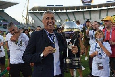 Crespo, de temible delantero a técnico campeón de la Sudamericana