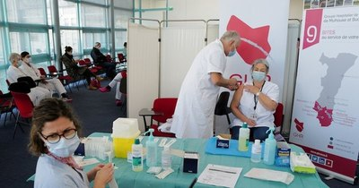 La Nación / Retrasos en entregas de vacunas ponen en tensión a Europa