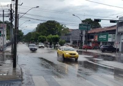 Domingo caluroso y con lluvias