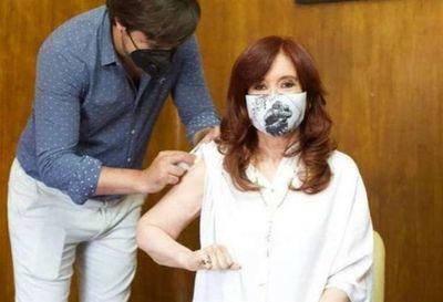 Vicepresidenta argentina Cristina Fernández fue vacunada con la Sputnik V