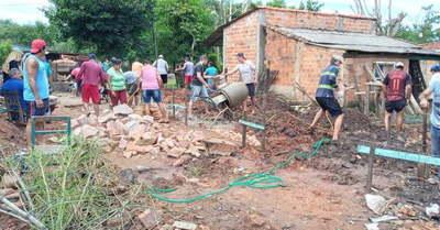 Vecinos se unen para levantar la casa de Don Marecos, que perdió a raíz de un incendio