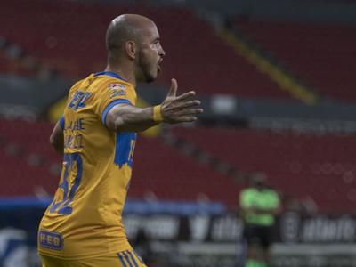 Carlos González vuelve a marcar en México