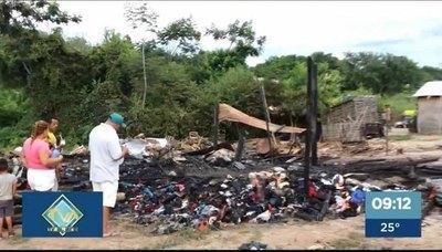 Crónica / Incendio arrasa en el asentamiento RC4