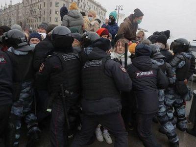Las protestas dejan en Rusia al menos 3.500 detenidos