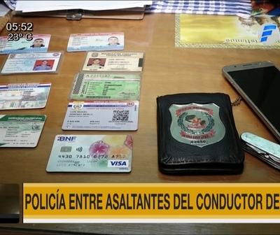 Policía entre asaltantes de uber