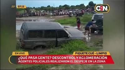 Descontrol y aglomeración en zona de Piquete Cué