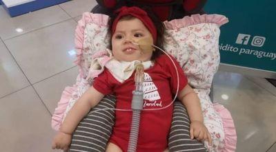 Bianca está a 48 horas de recibir la medicina por la que lucharon sus padres para salvarla