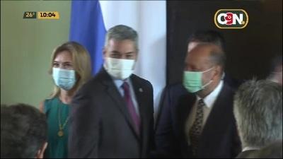 Arnaldo Giuzzio y Euclides Acevedo juran como nuevos Ministros